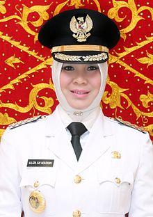 Profil Walikota Banda Aceh Illiza Sa'aduddin Djamal