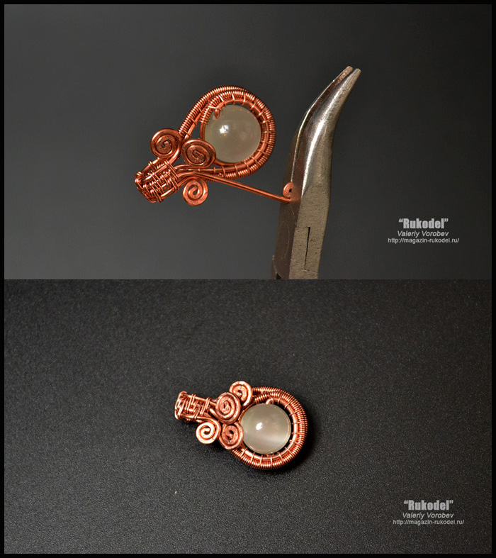 Small pendant made of copper wire and beads