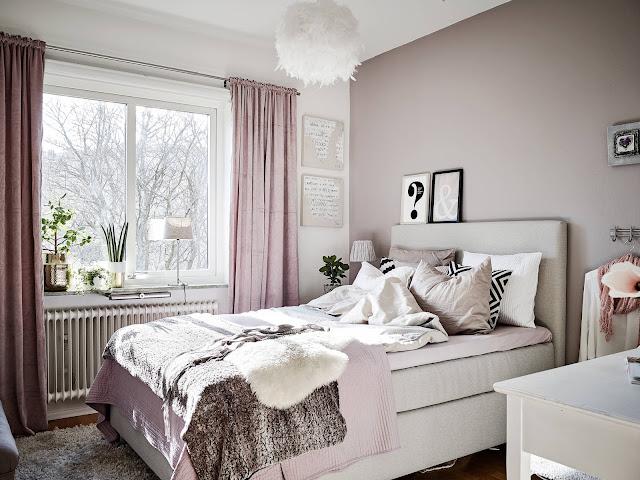 różowa sypialnia, różowa ściana w sypialni, różowe zasłony