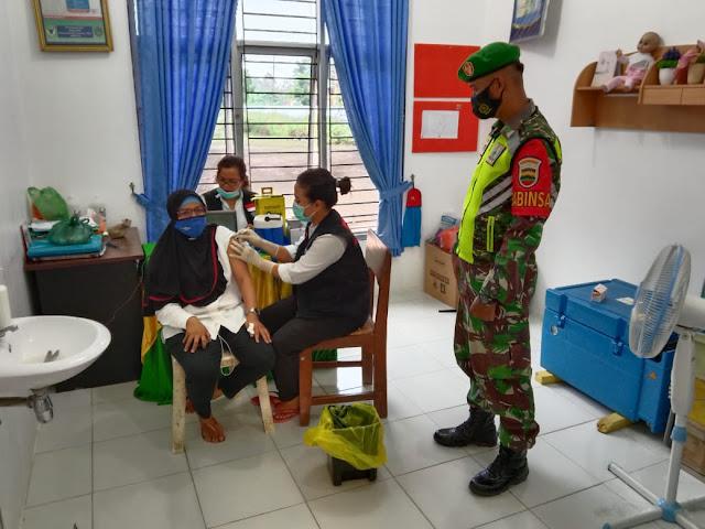 Personel Jajaran Kodim 0207/Simalungun Monitoring Pelaksanaan Vaksinasi Kepada Para  Guru
