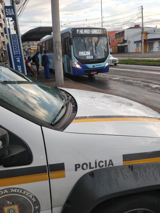BM realiza ações de prevenção contra assaltos nas paradas de ônibus de Cachoeirinha