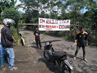 Antisipasi Penyebaran virus Corona, Pintu Masuk Dusun Duku Bulu Di Jaga Relawa