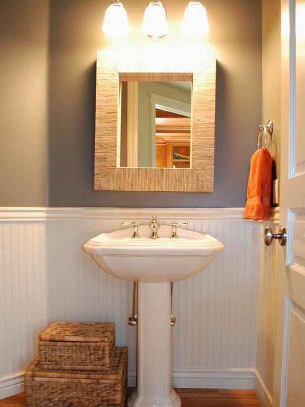 Modern furniture 2014 clever storage tips for small bathrooms - Small bathroom ideas with tub ...