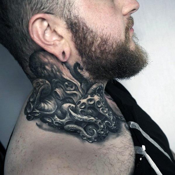 tatuaje en el cuello de kraken