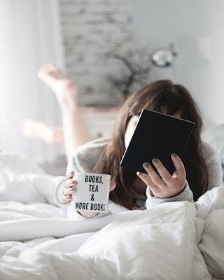 pose leyendo libros