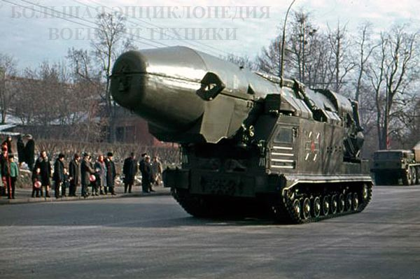 СПУ объект 815 комплекса с БРСД РТ-15 перед парадом в Москве, 07.11.1966 г.