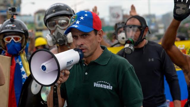 """Capriles llama a opositores a """"un cambio de rumbo"""" para Venezuela"""