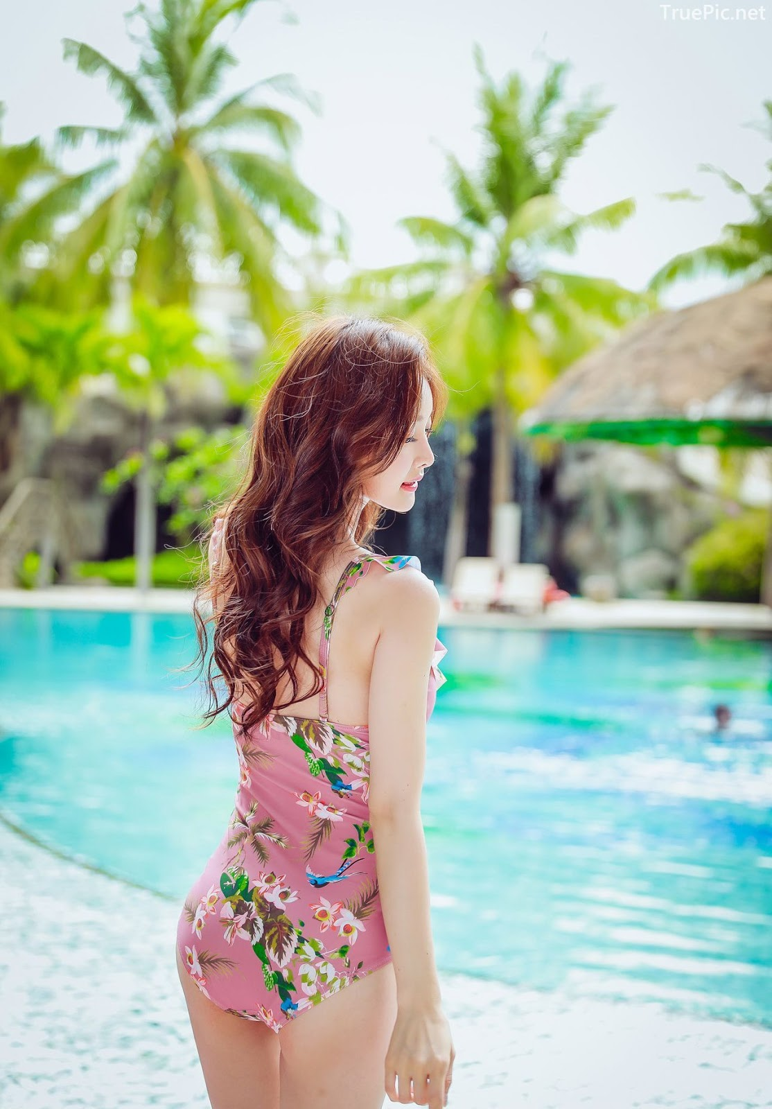 Korean lingerie queen model - Kim Hee Jeong - Floral Pink Swimsuit - Picture 7