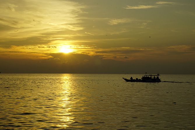 Sunset di Pantai Tanjung Gelam Karimunjawa