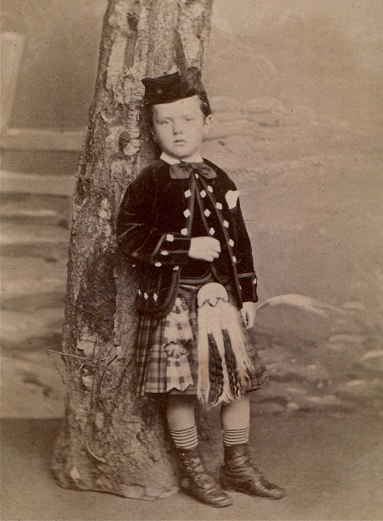 Boys In Makeup: Old Photos Of Boys In Dress