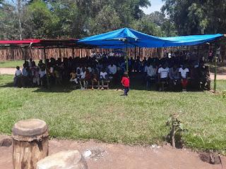 La salle ne pouvait pas contenir toute la population de Kasongo-Lunda venue à la clôture