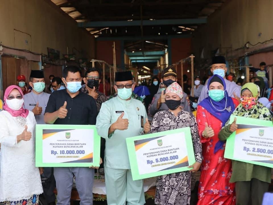 Pemko Batam Salurkan Bantuan Sebesar Rp 560 Juta,- Untuk 113 Rumah masyarakat Terdampak Bencana