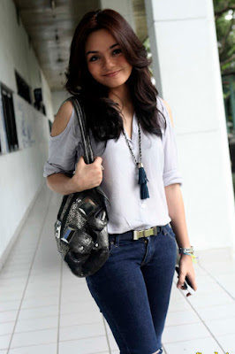 Gita Sinaga artis manis yang suka main film