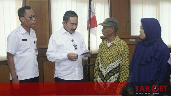 Bupati Haryanto Serahkan Bantuan Bencana Alam dan Sosial