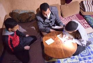 زار أسرتهما..مدير إقليمي للتعليم يُرجع تلميذين منقطعين إلى مقاعد الدراسة