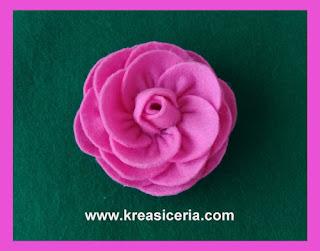 Aksesoris mawar dari bahan kain flanel