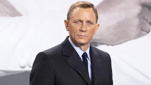 Felrázva, nem keverve: így csókol James Bond – fotó