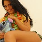Andrea Rincon, Selena Spice Galeria 13: Hawaiana Camiseta Amarilla Foto 42