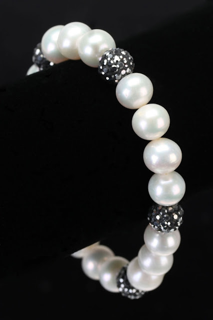 Pearl Beads Can Make Your Wife Look Really Beautiful