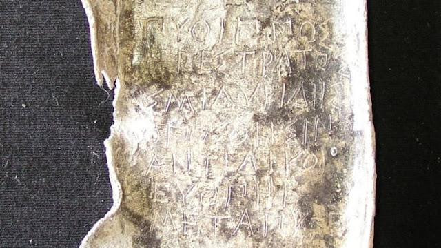 Σημαντική ανακάλυψη στον Κεραμεικό: Βρέθηκαν αρχαίες πινακίδες με κατάρες μέσα σε πηγάδι