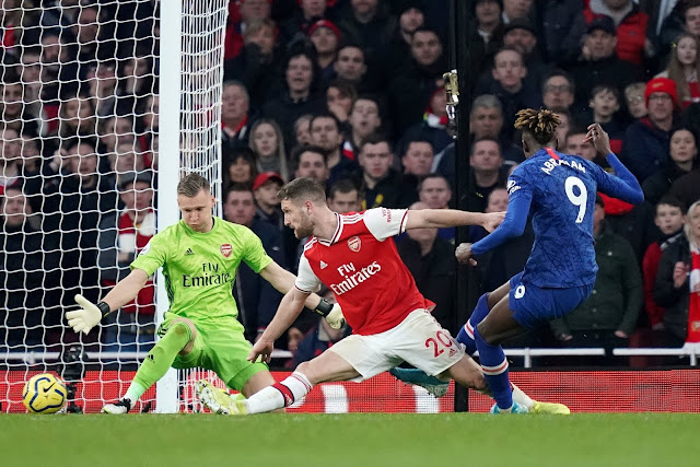 Tony Adams points out Arsenals' mistake in the build up to Chelsea's second goal in the London derby, awful defending from Arsenal