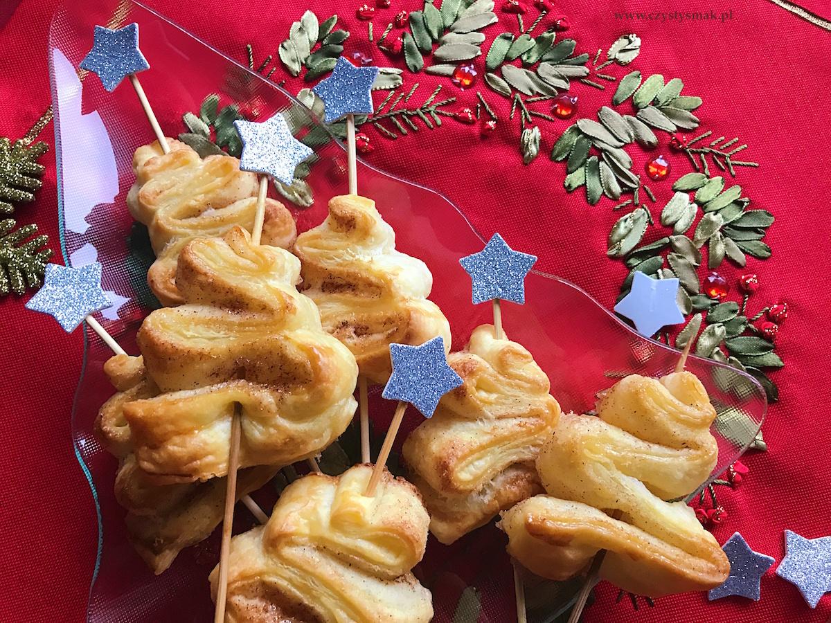 Ciasteczka choinki z ciasta francuskiego