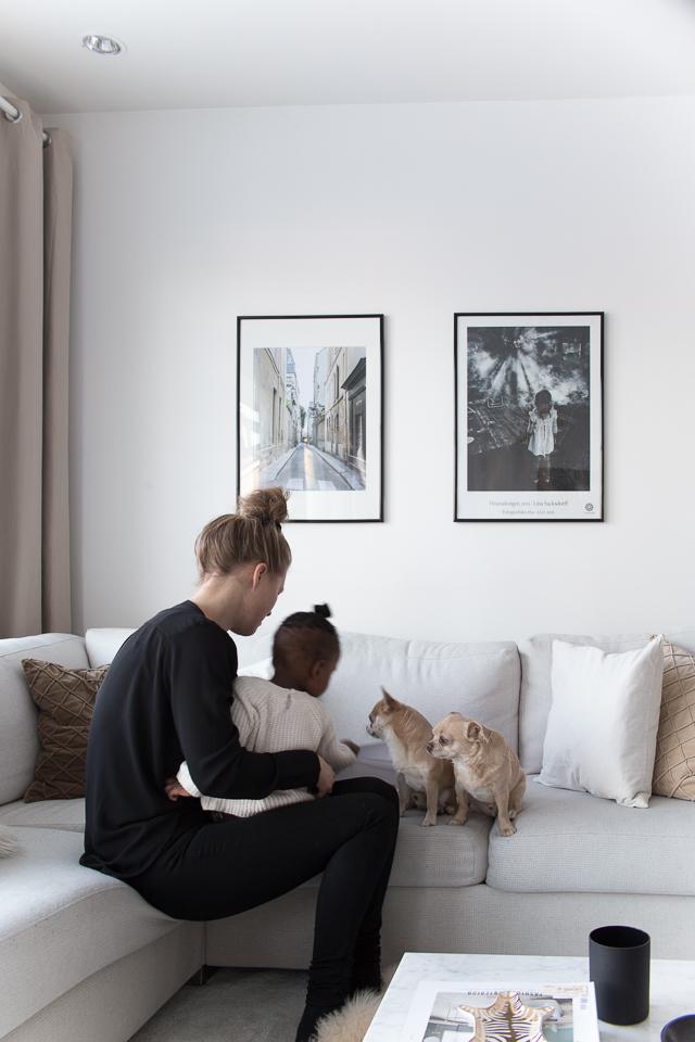 Villa H, adoptio, äitiys, perhe, vanhemmuus, olohuone