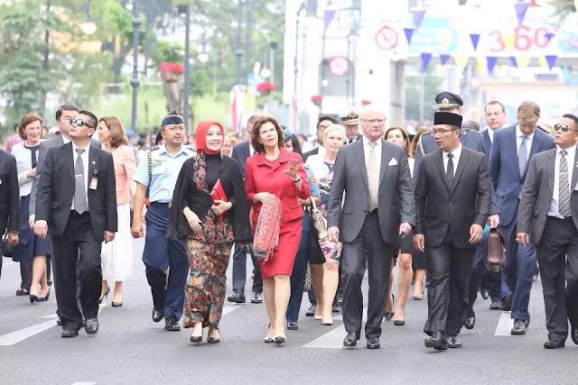 Raja Swedia Carl XVI Gustaf Menginjakkan Kakinya Untuk Pertama Kali di kota Bandung