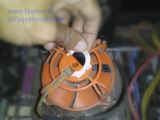 Membuka stiker pelindung poros kipas mengatasi kipas prosesor heatsink fan macet rusak