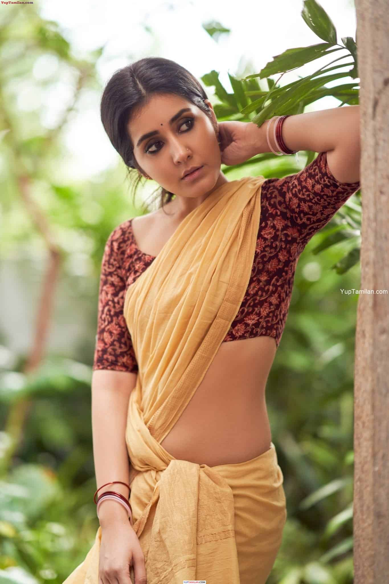 Rashi Khanna Sexy Navel Pictures in Saree