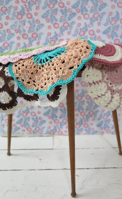 crochet, pastel, doily, potholder, wallpaper with flowers, little sidetable mid century modern, vintage, retro, ByHaafner
