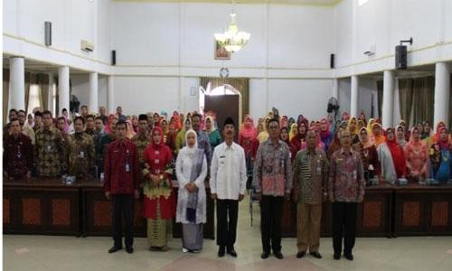 "Hj.Suryani Nst "" Perempuan Indonesia"" Merdeka Melaksanakan Dharma"""