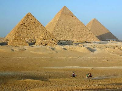 Resultado de imagem para piramides do egito construção