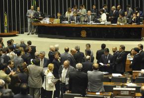 'Rabo preso': Na mira da Lava Jato, partidos travam medidas anticorrupção