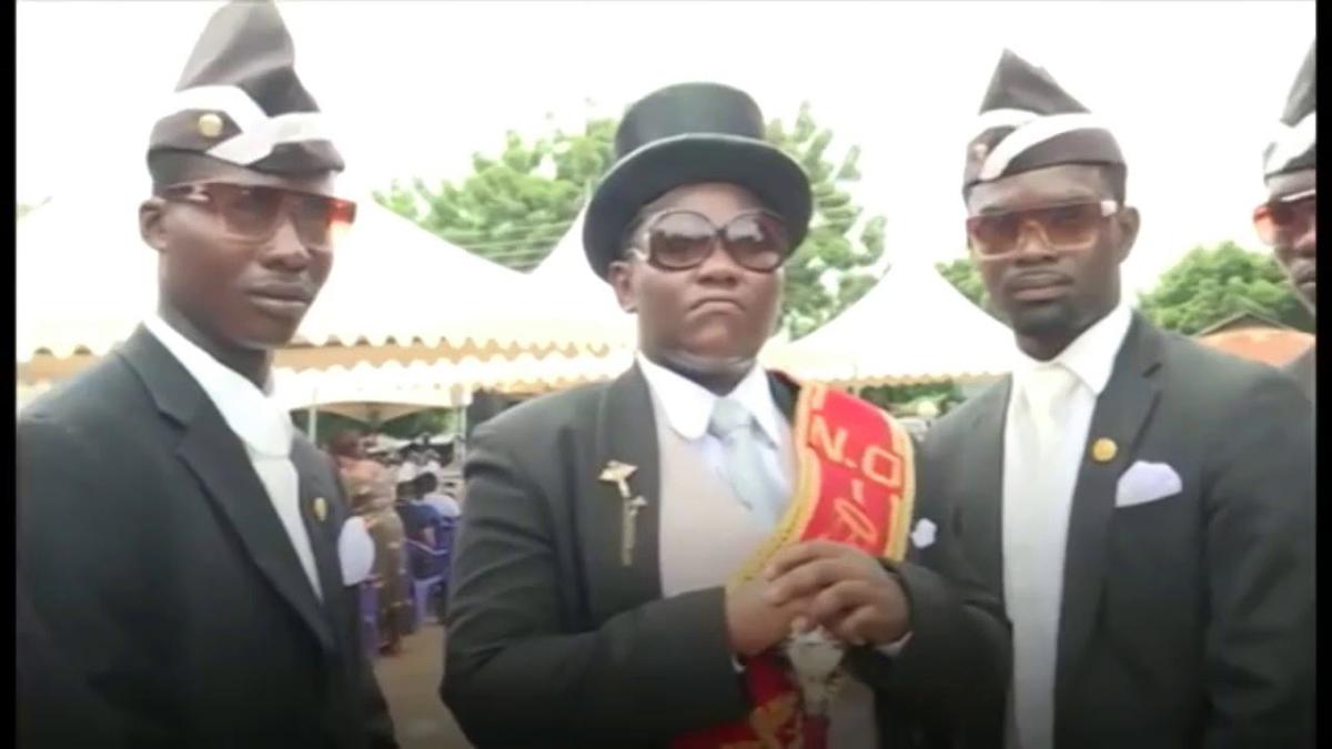 Dancing PallBearers Dansa pembawa Keranda mayat di Ghana