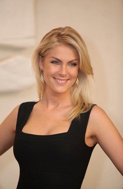 c443730f24133 Do alto de seu 1,85 metro, a apresentadora Ana Hickmann continua  multiplicando em cifras a visibilidade que conquistou na TV. Próximo passo   vai lançar uma ...