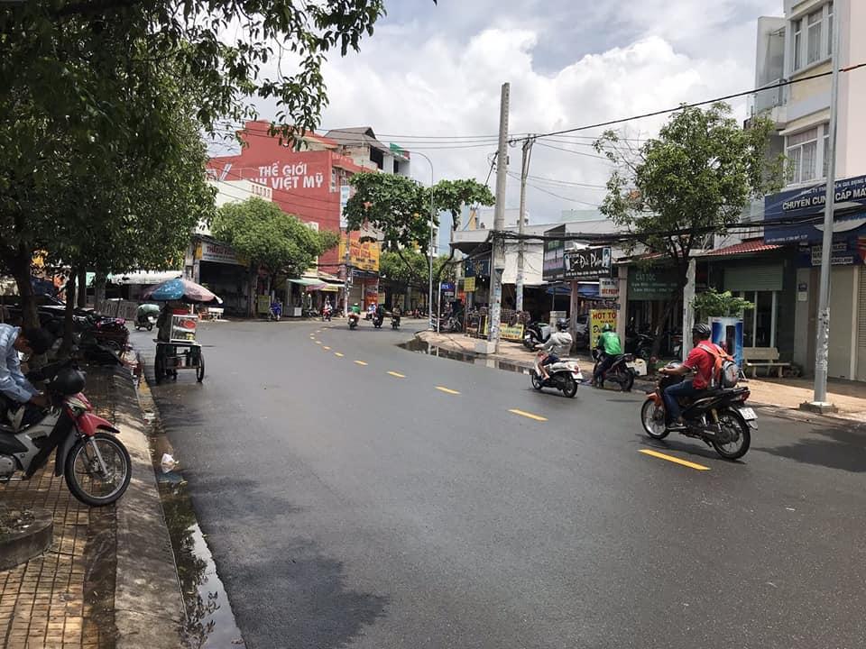 Bán nhà Mặt tiền đường Tân Hương quận Tân Phú. DT 4x24m