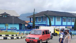 Anggota Lantas Polsek Pangalengan Polresta Bandung Imbau Pengguna Jalan Agar Patuhi AKB