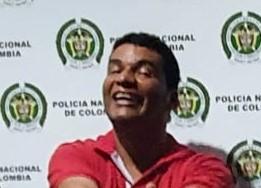Muerto de la risa porque la Policía le encontró una pistola 9 mm por las calles de Barrancas