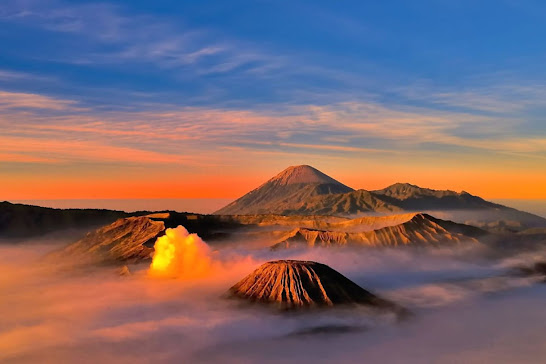 Hike on Mount Bromo with an unforgettable beautiful charm