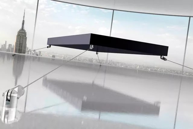 Mıknatıslar sayesinde yerden 40 cm yükselen manyetik uçun yatak, çelik halatlarla yere bağlanıyor.