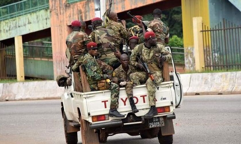 Πραξικόπημα στη Γουινέα, αγωνία για Μαντί και Αγκιμπού Καμαρά (vids)