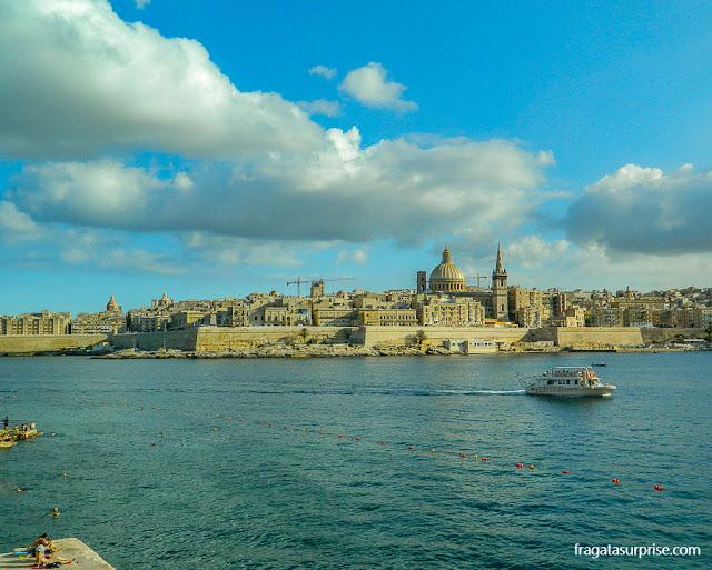 Travessia de ferry de Valeta para Sliema , em Malta