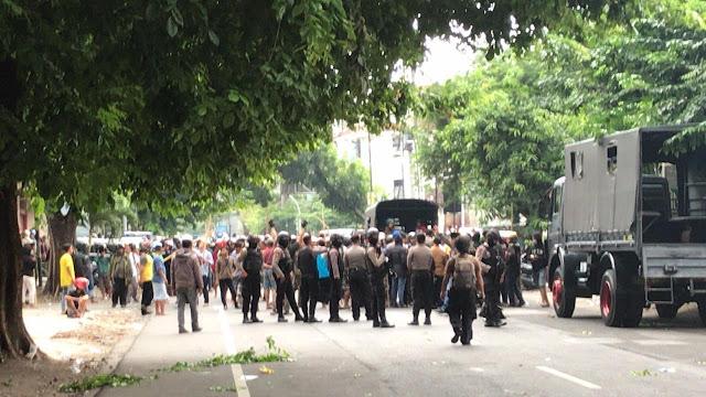 Buntut Kasus Gus Muwafiq, Massa Ormas Islam Saling Lempar Batu dengan Banser di Solo