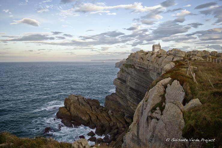 Atardecer sobre el Panteón del Ingléis - Cantabria por El Guisante Verde Project