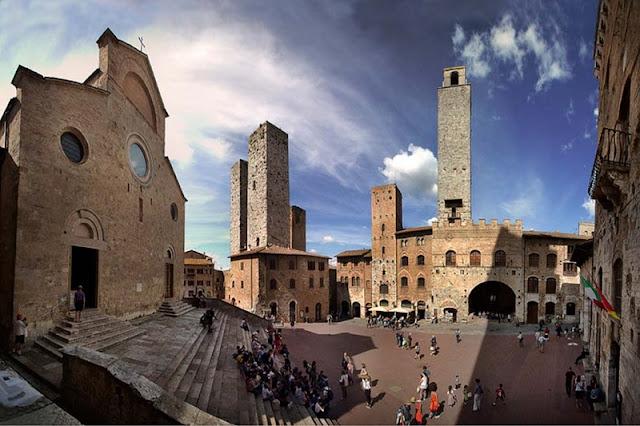 Colegiada de San Gimignano na Piazza del Duomo