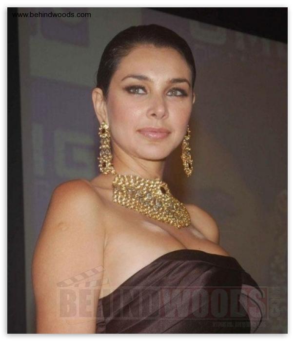 tamil actress big thighs boobs nude