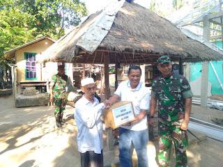 Ketua Tim Wasrik Irjen TNI AD Di NTB Kunjungi Korban Gempa Dan Berikan Bantuan Sembako Korban Gempa