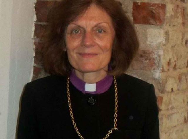 Aija Graham, obispa' da 'Igreja Evangélica Luterana Unida da Letônia', eleita em 2014. Desacordo geral.