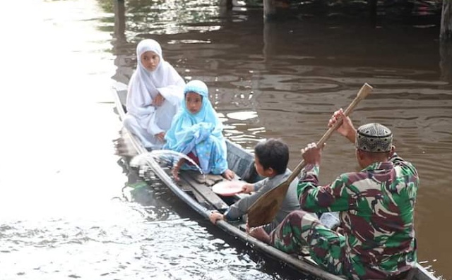 Desa Tirta Karya masih terendam banjir Satgas TMMD ngajar Ngaji